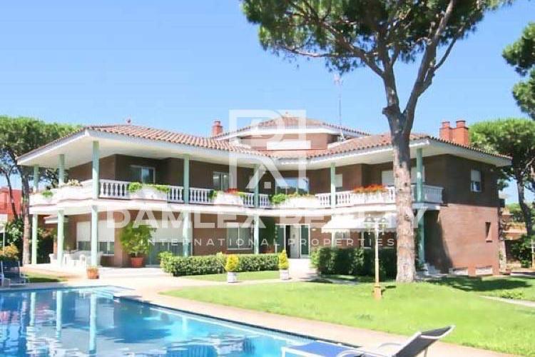 Haus zu verkaufen in Gava, 6 schlafzimmer, Grundstücksgrösse 2000 m2