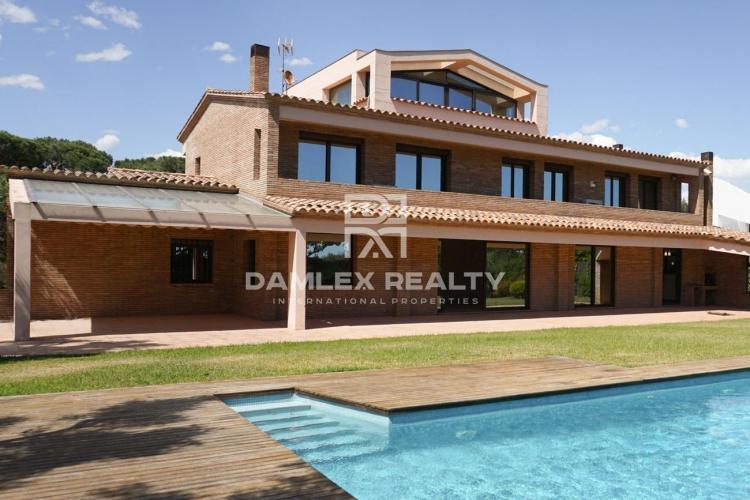 Haus zu verkaufen in Gava, 7 schlafzimmer, Grundstücksgrösse 1700 m2