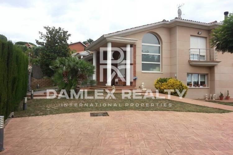 Haus zu verkaufen in Alella, 5 schlafzimmer, Grundstücksgrösse 1800 m2