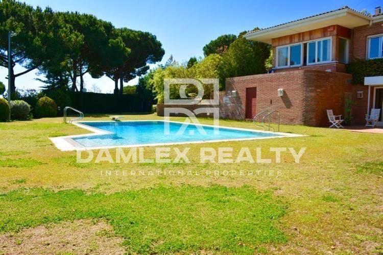 Haus zu verkaufen in Cabrils, 6 schlafzimmer, Grundstücksgrösse 4000 m2