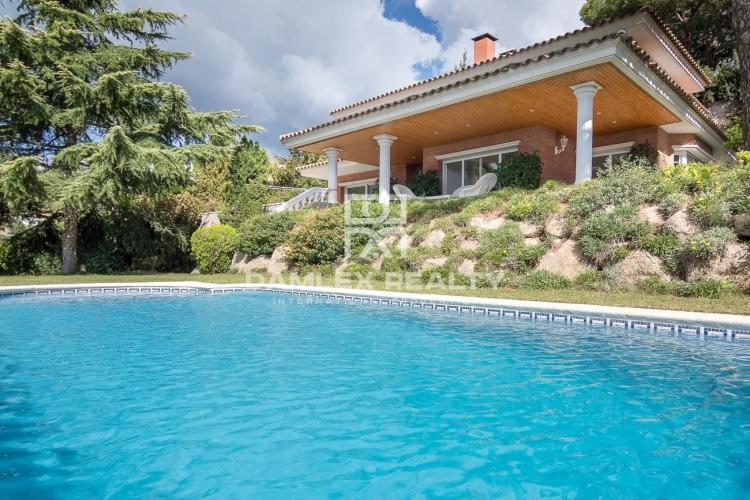 Haus zu verkaufen in Cabrils, 5 schlafzimmer, Grundstücksgrösse 933 m2