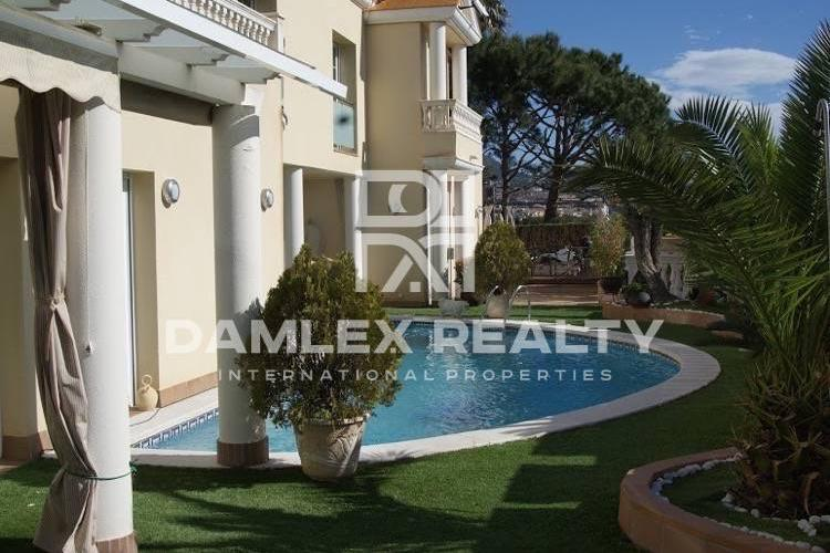 Haus zu verkaufen in Premia de Dalt, 5 schlafzimmer, Grundstücksgrösse 600 m2