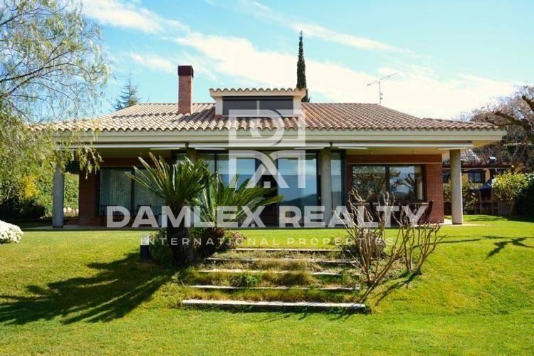 Haus zu verkaufen in Cabrils, 4 schlafzimmer, Grundstücksgrösse 1250 m2
