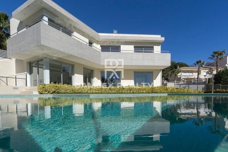 Haus zu verkaufen in Lloret de Mar, 4 schlafzimmer, Grundstücksgrösse 900 m2
