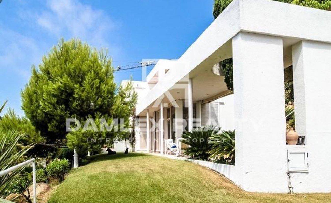 House with beautiful sea views near the beach. Blanes. Costa Brava