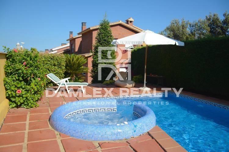 Haus zu verkaufen in Alella, 4 schlafzimmer, Grundstücksgrösse  m2
