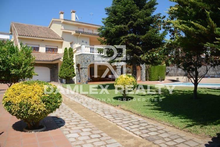 Haus zu verkaufen in Vilassar de Dalt, 6 schlafzimmer, Grundstücksgrösse 860 m2