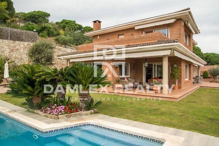Haus zu verkaufen in Sant Andreu de Llavaneres, 4 schlafzimmer, Grundstücksgrösse 900 m2