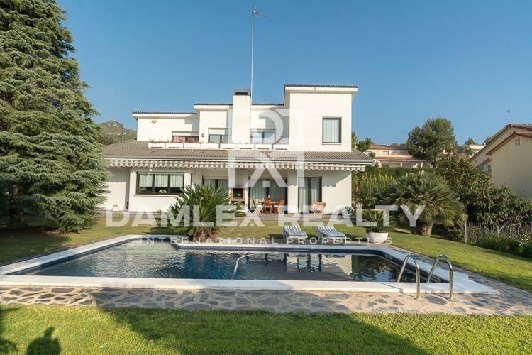 Haus zu verkaufen in Gava, 4 schlafzimmer, Grundstücksgrösse 1125 m2