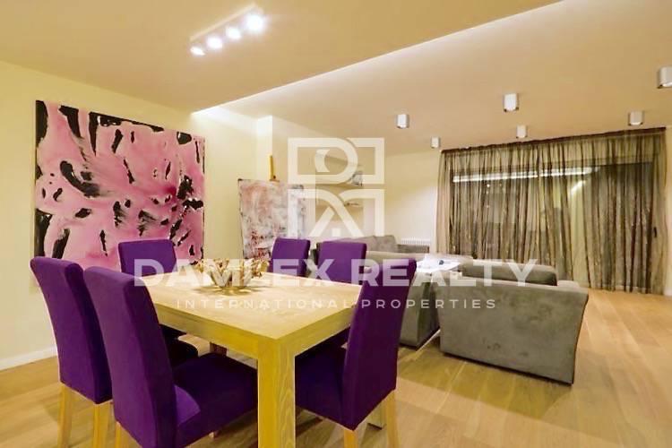 Haus zu verkaufen in Gava, 4 schlafzimmer, Grundstücksgrösse  m2