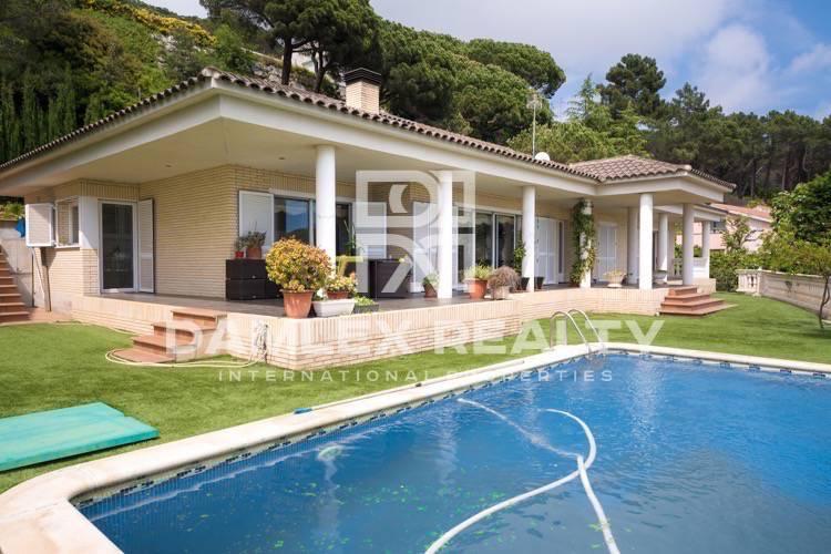 Haus zu verkaufen in Cabrils, 5 schlafzimmer, Grundstücksgrösse 1050 m2