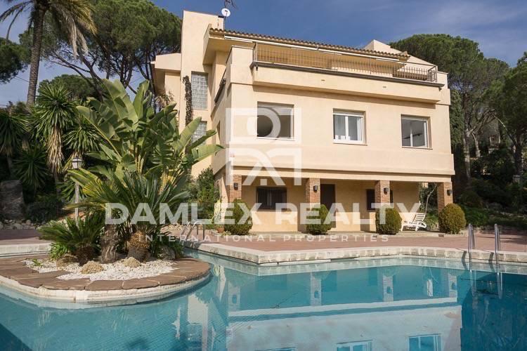 Haus zu verkaufen in Cabrils, 5 schlafzimmer, Grundstücksgrösse 2800 m2