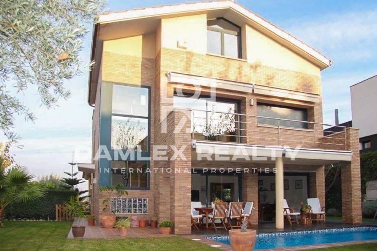Haus zu verkaufen in Alella, 5 schlafzimmer, Grundstücksgrösse 500 m2