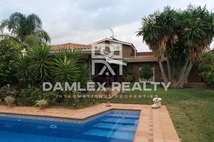 Haus zu verkaufen in Cabrils, 5 schlafzimmer, Grundstücksgrösse 800 m2
