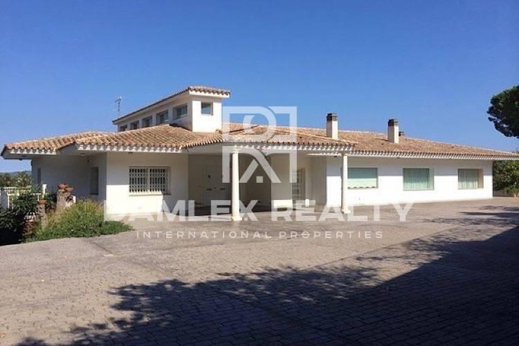 Haus zu verkaufen in Calonge, 5 schlafzimmer, Grundstücksgrösse 5500 m2