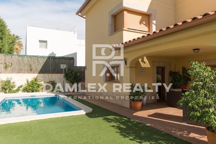 Haus zu verkaufen in Premia de Dalt, 4 schlafzimmer, Grundstücksgrösse 500 m2