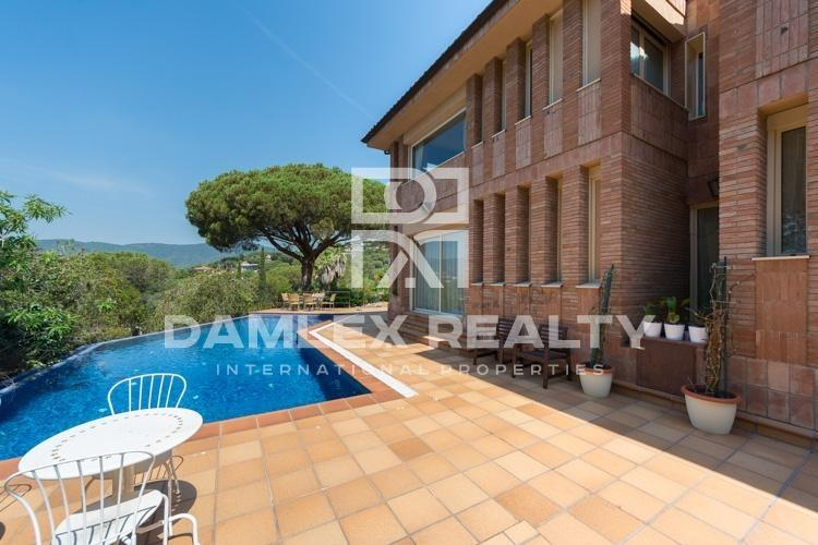 Haus zu verkaufen in Cabrils, 4 schlafzimmer, Grundstücksgrösse 2500 m2