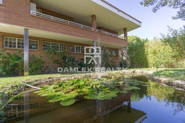 Haus zu verkaufen in Cabrils, 5 schlafzimmer, Grundstücksgrösse 2100 m2