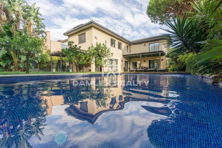 Haus zu verkaufen in Gava, 4 schlafzimmer, Grundstücksgrösse 833 m2