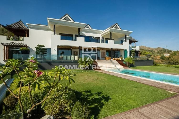 Luxury villa on the Golden Mile, with sea views. Marbella