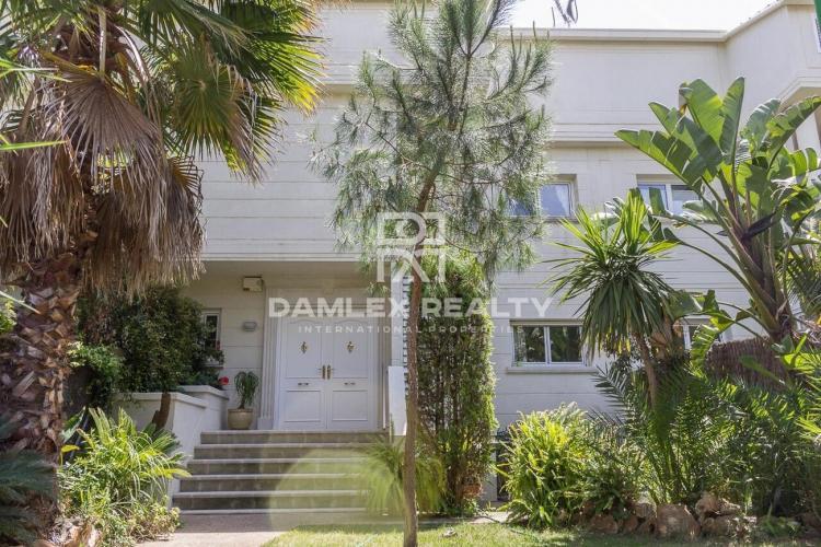 Haus zu verkaufen in Gava, 6 schlafzimmer, Grundstücksgrösse  m2