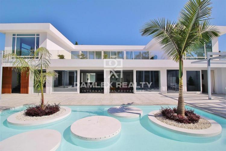 Luxury villa 500 meters from the beach. Marbella