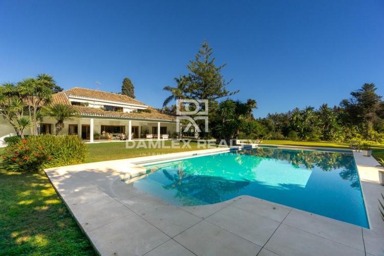 Villa with a nice garden located near the sea