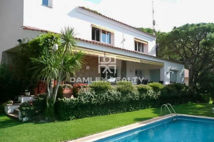 Haus zu verkaufen in Cabrils, 5 schlafzimmer, Grundstücksgrösse 1000 m2