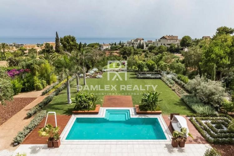 Luxury villa in an urbanization in Marbella