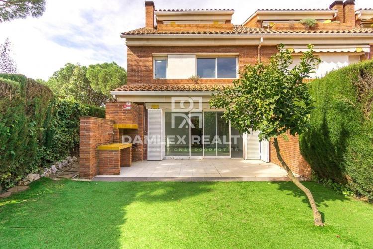 Haus zu verkaufen in Gava, 4 schlafzimmer, Grundstücksgrösse 228 m2