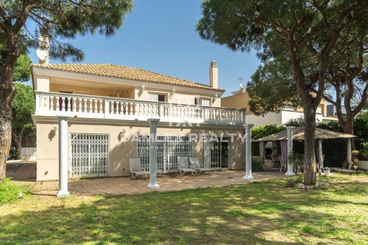 Haus zu verkaufen in Gava, 5 schlafzimmer, Grundstücksgrösse 822 m2