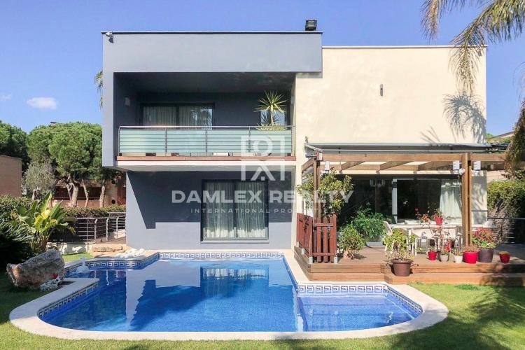 Haus zu verkaufen in Gava, 5 schlafzimmer, Grundstücksgrösse 833 m2