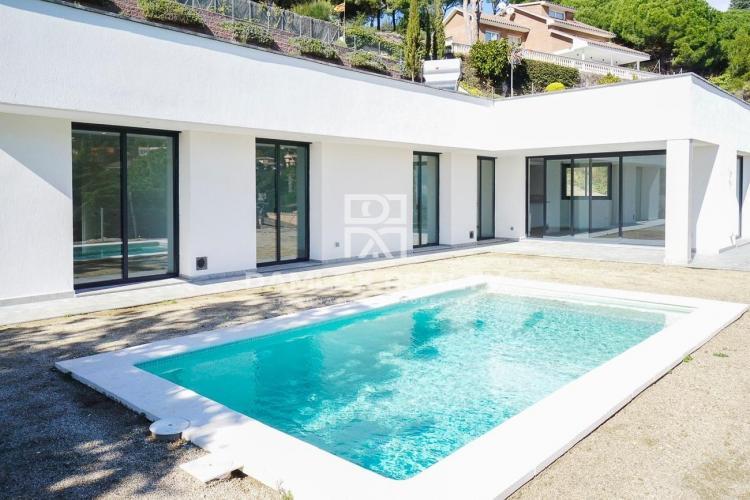 Haus zu verkaufen in Cabrils, 4 schlafzimmer, Grundstücksgrösse 1000 m2
