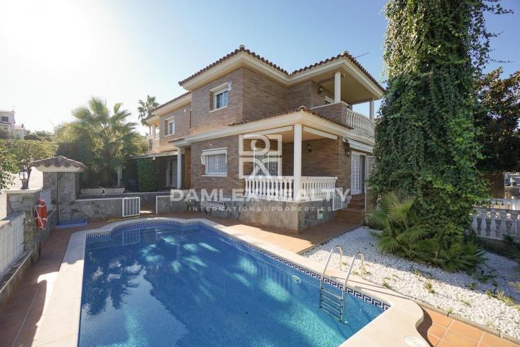 Haus zu verkaufen in Premia de Dalt, 5 schlafzimmer, Grundstücksgrösse 500 m2