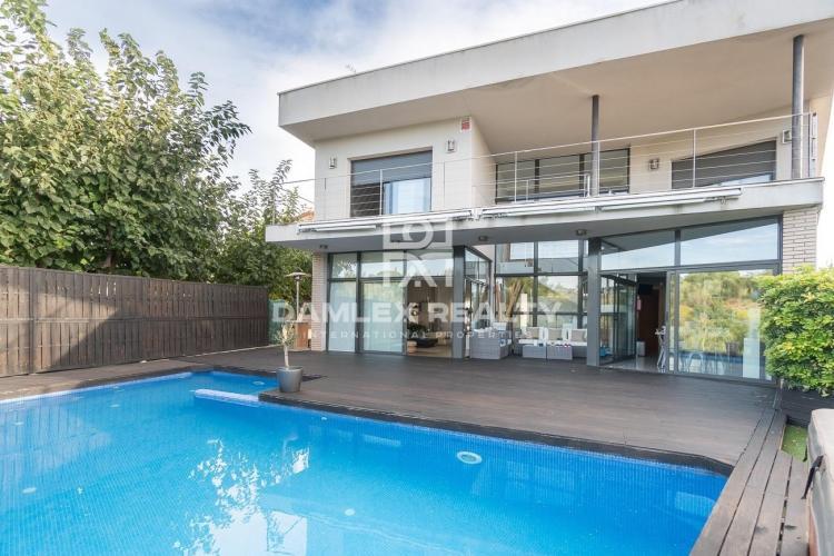 Haus zu verkaufen in Alella, 4 schlafzimmer, Grundstücksgrösse 400 m2