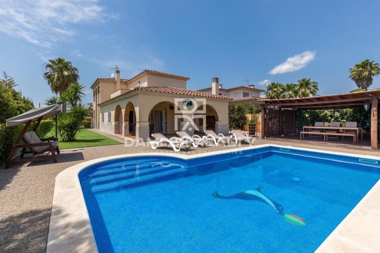Haus zu verkaufen in Calonge, 4 schlafzimmer, Grundstücksgrösse 823 m2