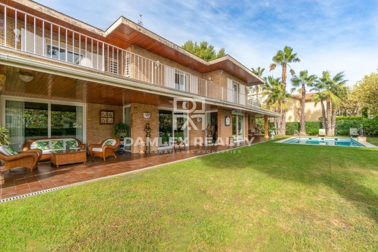Haus zu verkaufen in Teia, 8 schlafzimmer, Grundstücksgrösse  m2