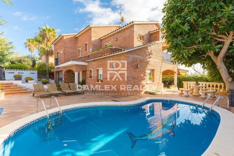 Haus zu verkaufen in Premia de Dalt, 8 schlafzimmer, Grundstücksgrösse 512 m2