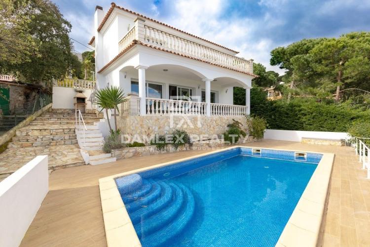 Schönes Haus mit Meerblick und touristischer Lizenz
