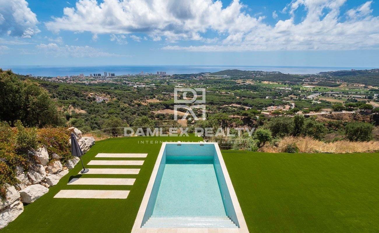 Neue Luxusvilla mit Panoramablick auf das Meer