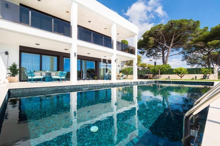 Neue moderne Villa mit Meerblick und nur wenige Gehminuten vom Strand entfernt