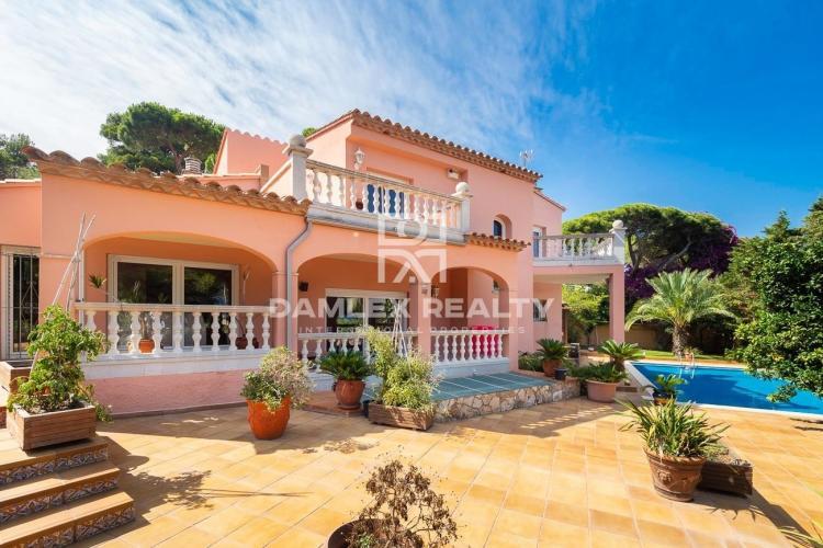 Mediterrane Villa mit Meerblick, in der Nähe des Strandes Sant Pol
