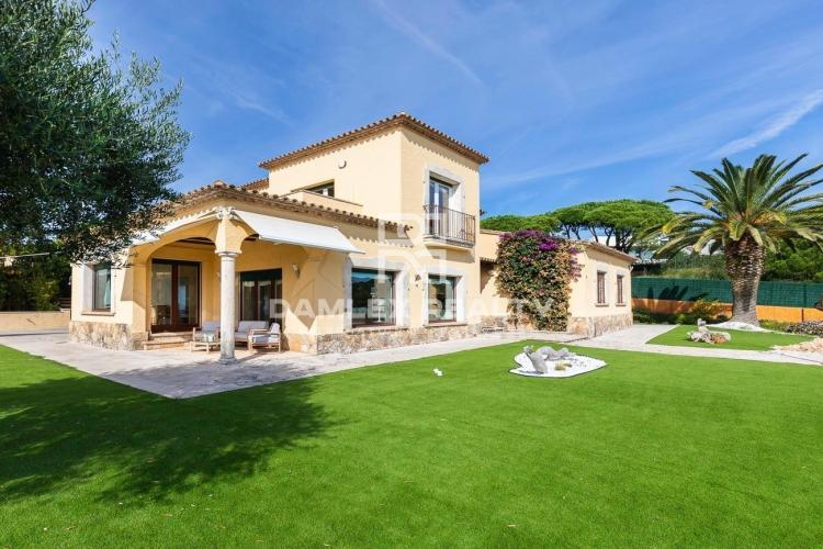 Spektakuläre Villa mit Blick auf den Strand von Sant Pol